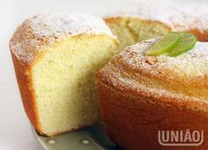 BOLO DE AMIDO Portuguese Desserts, Portuguese Recipes, Sweet Recipes, Cake Recipes, Dessert Recipes, I Love Food, Good Food, Yummy Food, Cupcakes
