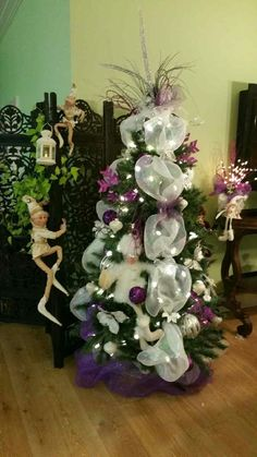 Sapin 2016 chez maman, Argent Blanc Mauve Christmas Wreaths, Christmas Tree, Hanukkah, Holiday Decor, Home Decor, Firs, Mom, Money, White People