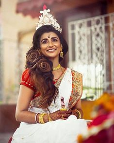 Stunning Bengali Brides That Are The New Trendsetter! Bengali Wedding, Bengali Bride, Bengali Saree, Desi Wedding, Wedding Shoot, Wedding Hair, Wedding Dress, Saree Hairstyles, Bride Hairstyles