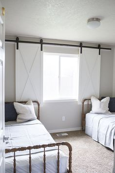 DIY Barn Door Window Treatment This barn door window treatment plays off the current barn door trend in home decor. Kristen Whitby of Ella Claire Inspired came up with this cute idea for her boys' bedroom, but it could work in any number of rooms where yo Bedroom Blinds, Bedroom Windows, Bedroom Window Treatments, Country Window Treatments, Large Window Treatments, Blinds For Windows Living Rooms, Sliding Door Window Treatments, Outdoor Blinds, Blinds For Patio Doors