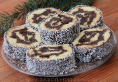 Rulada cu crema de ciocolata Cake Recipes, Dessert Recipes, Desserts, Appetizer Recipes, Appetizers, Jacque Pepin, Romanian Food, Chocolate Cream, Homemade Food