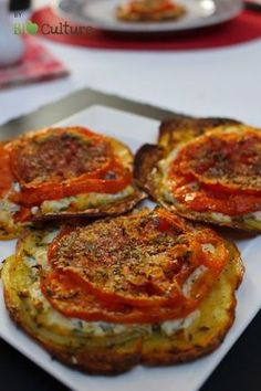 Tartelette de pommes de terre et tomates Une idée gourmande pour mettre un peu de saveur estivale dans vos assiettes. Ces petites tartelettes sont idéales pour un dîner complet et léger accompagné d'une bonne salade. 4 personnes Pré…