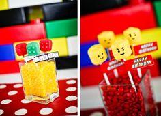 Aqui em casa todo mundo adora Lego, principalmente eu! Sou capaz de passar horas montando, me divirto horrores!E o brinquedo é tão bacana que até a produção de uma festa com esse tema é pura diver…