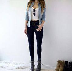 Nowadays, the new trend is to wear high-waisted jeans, but not everyone look amazing with these type of jeans. The question remains, though, what do you wear with these high and mighty jeans to look a Teen Fashion Outfits, Look Fashion, Outfits For Teens, Summer Outfits, Girl Outfits, Womens Fashion, Tween Fashion, Jean Outfits, Latest Fashion