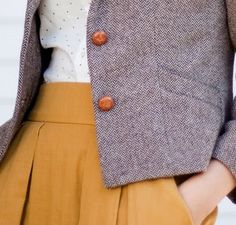 Tweed, tiny polka-dots, mustard skirt with pockets. Mode Chic, Mode Style, Style Me, Retro Style, Fashion Moda, Look Fashion, Winter Fashion, Trendy Fashion, Mustard Skirt