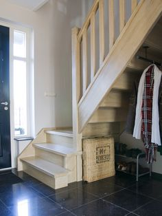 Stairs, Album, Home Decor, Hipster Stuff, Coat Racks, Ladders, Homemade Home Decor, Stairway, Staircases
