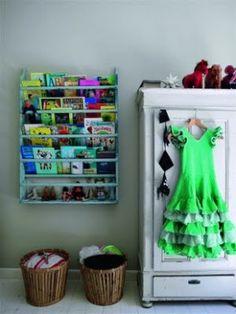 Book display shelving in kids' rooms Interior Design Advice, Beautiful Interior Design, Display Shelves, Shelving, Book Shelves, Grey Bookshelves, Bookcase, Green Boys Room, Ideas Habitaciones