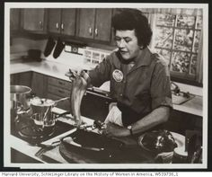 Julia Child speaks to newspaper food editors