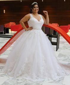 Coleção exclusiva La Fiancée Noivas Plus Size. Agende um horário conosco e conheça o vestido dos seus sonhos. www.lafiancee.com.br. 61 98133-9639 (WhatsApp) ou pelo telefone 61 3364-0865. Entregamos em todo Brasil.    #lafianceenoivas #lafiancee #inesquecivelcasamento #noivasbrasilia #luxodefesta #vestidodenoiva #brides #casamento #sayido #constancezahn #vestidadenoiva #plussize