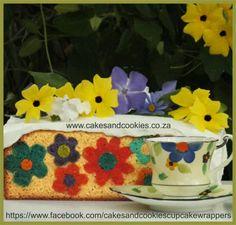 Flower pattern design inside cake