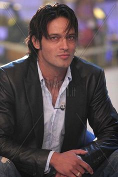 Gabriel Garko sexy, creo que la autora pensaba en este hombre como imagen de Eliah