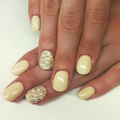 Pearl Nail Art: Trendige Nageldesigns mit Perlen