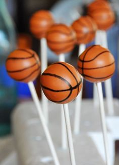 basketball cake pops @Hannah Compton we definitely gotta do this for one of the games!