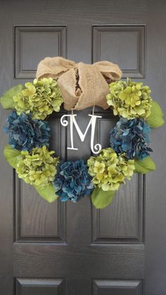 You guys know I LOVE me some wreaths....     Oh, you don't? I've only talked about it here , here ,  here , here  and here .      O...