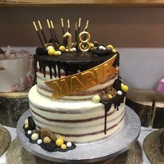 tarta red velvet buttercream con drip de chocolates