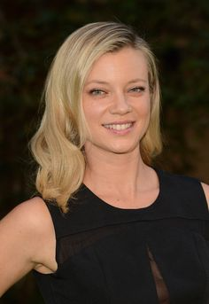 """In 2003 Smart also had a small role in the American sitcom Scrubs, playing Jamie Moyer (aka """"Tasty Coma Wife""""), one of main character J.'s love interests. Amy Smart, Gorgeous Blonde, Girl Celebrities, Easy Hairstyles, Hairdos, Famous Women, Bellisima, Her Hair, Actresses"""