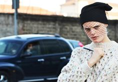 Hanne Gaby Odiele rocks the Jil Sander veiled beanie. Jil Sander, Beanie Diy, Love Fashion, Fashion Beauty, Milan Fashion, Pt Cruiser, Tommy Ton, Black Beanie, Anna Dello Russo
