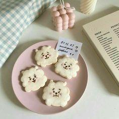 Pretty Cakes, Cute Cakes, Simbolos Para Nicks, Bts Cake, Cute Baking, Kawaii Dessert, Coffee Cookies, Cute Birthday Cakes, Cute Desserts