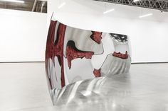 Anish Kapoor, S-Curve, 2006, stainless steel, 85.2 in x 384 in. x 48 in.JOSHUA WHITE/©ANISH KAPOOR