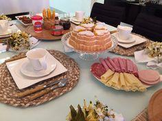 Lar Doce Casa: Aniversario com Cafe da Manha Brunch, Hors D'oeuvres, Home Design Decor, Dinning Table, Tea Time, Tea Party, Breakfast Recipes, Picnic, Food And Drink