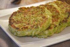 Galettes de chou romanesco - Au Fil du Thym Veggie Recipes, Diet Recipes, Vegan Vegetarian, Vegetarian Recipes, Vegan Food, Batch Cooking, Diet And Nutrition, Tapas, Meal Prep