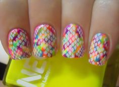 Neon Snake Nails!
