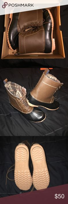 The Original Duck boot Duck boots, o my been taken out to try on. Didn't like how they looked on me. the orginal duck boot Shoes Winter & Rain Boots