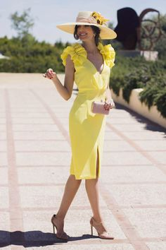 Vestido amarillo boda dia tocado   Supernatural Style Derby Attire, Kentucky Derby Outfit, Derby Outfits, Classy Outfits, Chic Outfits, Girl Outfits, Tea Party Outfits, Fiesta Outfit, Derby Dress