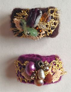 Click here to #DIY These adorable wool rings from orphan gloves.  Blog Instructions & Video from MrsPollyRogers.com