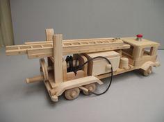 En bois à l'ancienne jouet camion de pompier par Aroswoodcrafts