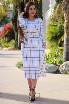 Women's Fashion Because we absolutely love a grid pattern! Our Karla dress is available now! Modest Dresses, Modest Outfits, Modest Fashion, Pretty Dresses, Dress Outfits, Casual Dresses, Girl Fashion, Fashion Dresses, Fashion Ideas