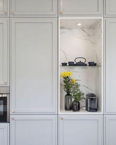 Kitchen door makeover shaker style Ideas for 2019 Black Kitchen Cabinets, Kitchen Doors, Black Kitchens, Kitchen Curtains, New Kitchen, Design Seeds, Home Staging, Estilo Shaker, Photographe Architecture