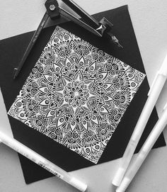 303 отметок «Нравится», 20 комментариев — Kaleb (@my_mandalaart) в Instagram: «Quick black and white mandala I did yesterday let me know what you think in the comments below •…»