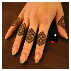 Mehndi design makes hand beautiful and fabulous. Here, you will see awesome and Simple Mehndi Designs For Hands. Latest Finger Mehndi Designs, Mehndi Designs For Girls, Mehndi Designs For Beginners, Stylish Mehndi Designs, Mehndi Designs For Fingers, Mehndi Design Pictures, Best Mehndi Designs, Beautiful Mehndi Design, Henna Tattoo Designs