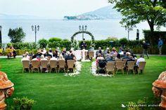 http://lapiccolaselva.com/matrimonio/fiori-per-cerimonia/arco-di-fiori/