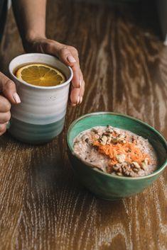 Owsianka z marchewką (bez wanilii, chia, soli i daktyli, w nocy namoczyć 1/2 szkl płatków, rano przepłukać i odcedzić, dodać 1/2 szkl mleka i 1/2 szkl wody, gotować 6 min, dodać 2 tb siemienia i jeszcze 2 min, 1 łyżka rodzynek) Breakfast, Ethnic Recipes, Food, Morning Coffee, Essen, Meals, Yemek, Eten