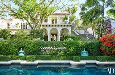 This Jacques Grange-Designed Home Is Palm Beach Paradise New York Penthouse, Luxury Penthouse, Spanish Style Homes, Spanish House, Palm Beach Florida, Florida Home, Florida Style, Landscaping Around House, Backyard Landscaping