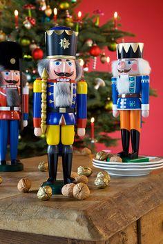 Erzgebirgsnussknacker / German Christmas Nutcracker I love nutcrackers!!