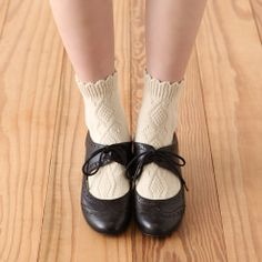 Tabio Scalloped Ankle Socks