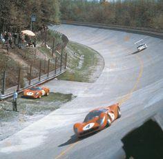 Ferrari 330 P4 x Chaparral @ Monza 1000 Km 1967