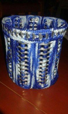 Artesanatos de lacres de latinhas feito crochê Soda Tab Crafts, Can Tab Crafts, Bottle Cap Crafts, Pop Top Crafts, Pop Tab Purse, Pop Can Tabs, Soda Tabs, Recycled Crafts, Diy Craft Projects