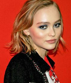 Lily Rose Depp Style, Lily Rose Melody Depp, Vanessa Paradis, Johnny Depp, Harley Quinn Smith, Isadora Duncan, Plus Belle, January 2016, Portrait Art