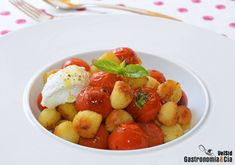 Ñoquis a la sartén con tomates y ricotta