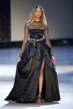 Pin for Later: Régalez la Modeuse Qui Est en Vous Avec les Looks les Plus Extravagants de la Semaine de la Haute Couture Alexandre Vauthier