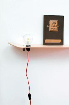 Etagère skate board en bois d erable du Canada avec fil et système lumière avec variateur. Vendu sans l' ampoule.