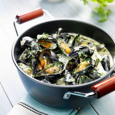 Mussels with cream and white wine - Recipes - - Fish Recipes, Meat Recipes, Seafood Recipes, Vegetarian Recipes, Cooking Recipes, Fish Dishes, Seafood Dishes, Moules Frites Recipe, Seafood Appetizers