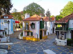 Situado em Coimbra, o Portugal dos Pequenitos encanta não só as crianças mas também os adultos. Visitá-lo é fazer uma viagem pela história do nosso povo.