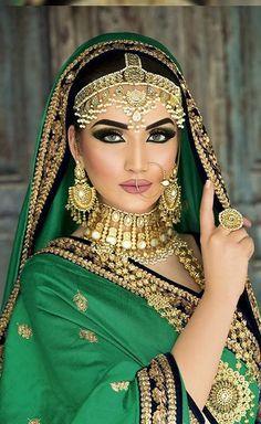 68 Ideas makeup looks indian pakistani bridal Mode Bollywood, Bollywood Fashion, Bollywood Wedding, Indian Bridal Makeup, Asian Bridal, Estilo Hippie, Pakistani Bridal, Indian Beauty, Bridal Style