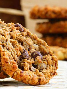 I Biscotti d'avena alle nocciole sono perfetti per accompagnare un caffè fumante o una buon tazza di tè. O per servirli sul tavolo della prima colazione! #biscottiavenanocciole