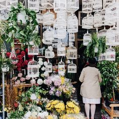 Flower shop in Montreal // Photo by Inayali